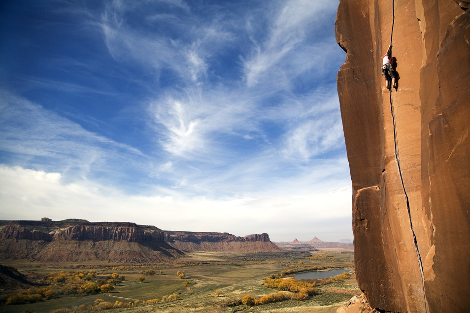 """Tina Sommer on the climb """"Scarface"""", Indian Creek, UT"""