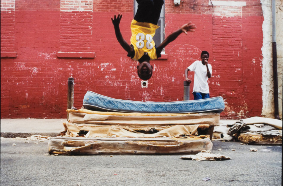 """South Philly (Mattress Flip Front),"" 2001 © Zoe Strauss/Courtesy of Philadelphia Museum of Art"